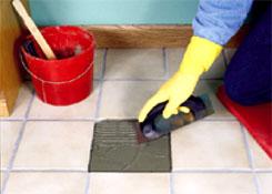 ремонт плитки : наносим клей