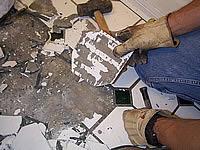 старая плитка удаляется