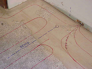 Монтаж теплого пола: кабель укладывается петлями