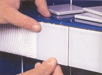 Укладываем плитку на вертикальную поверхность