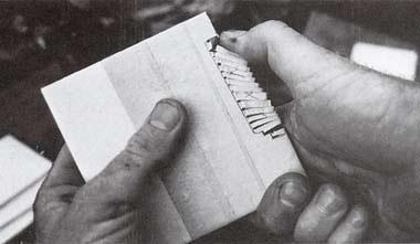 Отломите пальцами отрезанную плитку