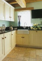 травертин на кухне