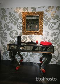 Черный столик для ванной на фоне мозаики а-ля Bizazza
