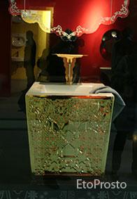 Золотая раковина тумба